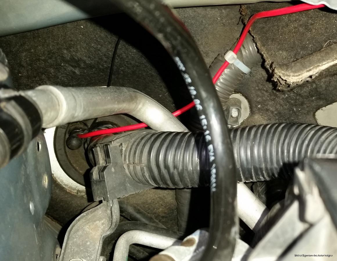 Kabeldurchführung für Schaltplus