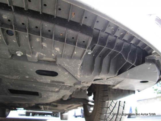 Unterboden Front Fahrerseite von vorne